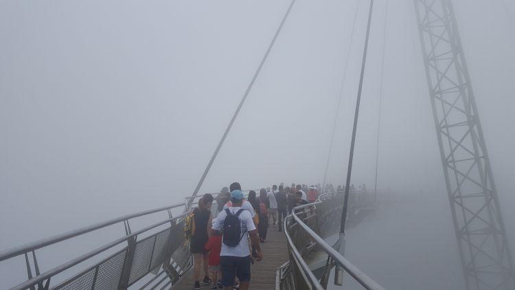 És hirtelen ködfelhő lepett el minket