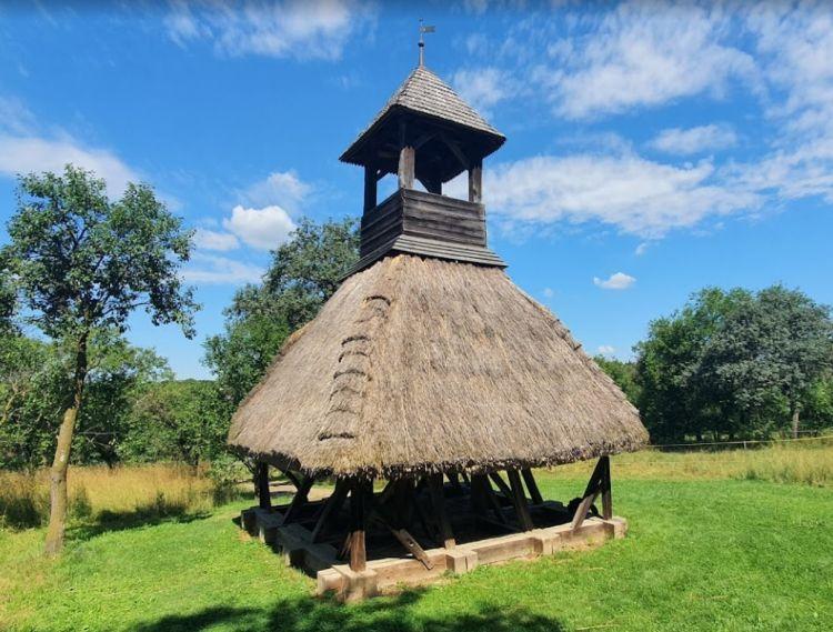 A haranglábak gyakori építmények az Őrségben