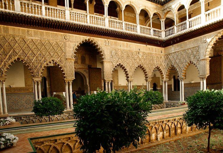Az épület belső részei is a gazdagságot jelképezik