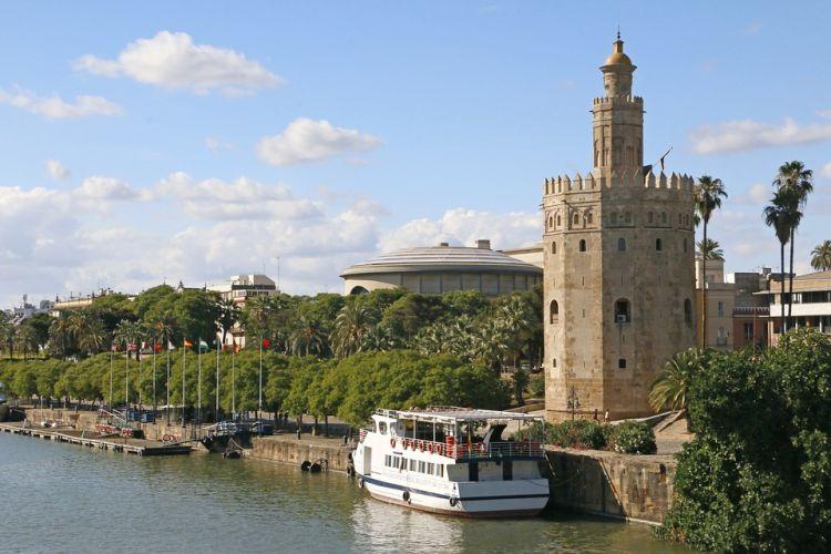 A torony védelmi célból épült