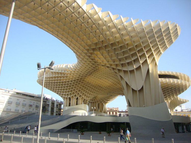 Hatalmas faszerkezet Sevilla közepén