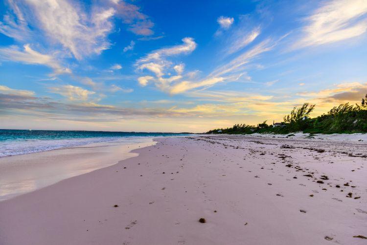 A Pink Sand Beach méltán tartozik a különleges színű tengerpartok közé
