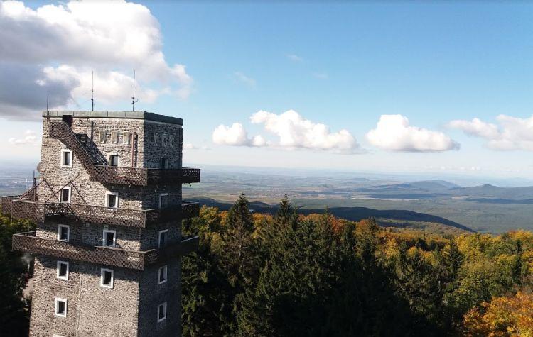 A TV-toronyból a kilátás (a régi kilátóval együtt)