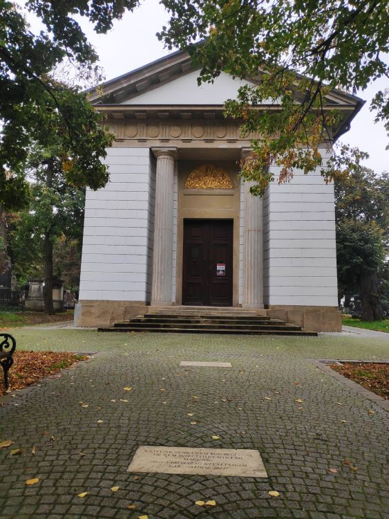 A mauzóleum a nagycenki temetőben található