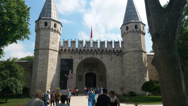 A palota bejárata