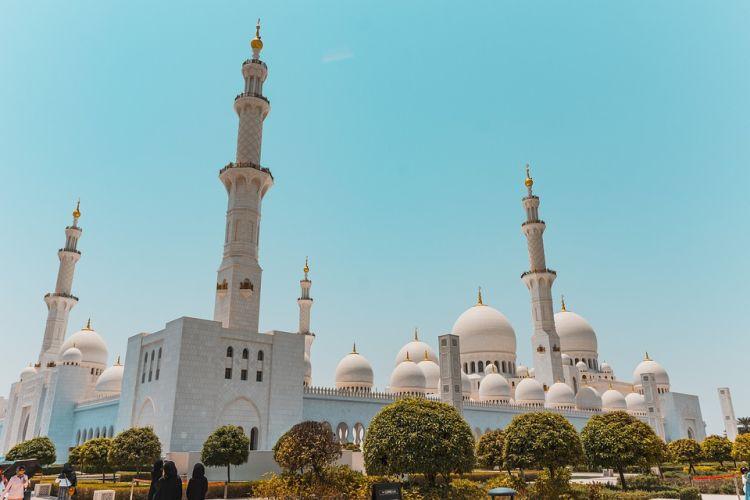 Nem kell mondani, hogy a mecset Abu Dhabi látnivalók között kiemelkedik!