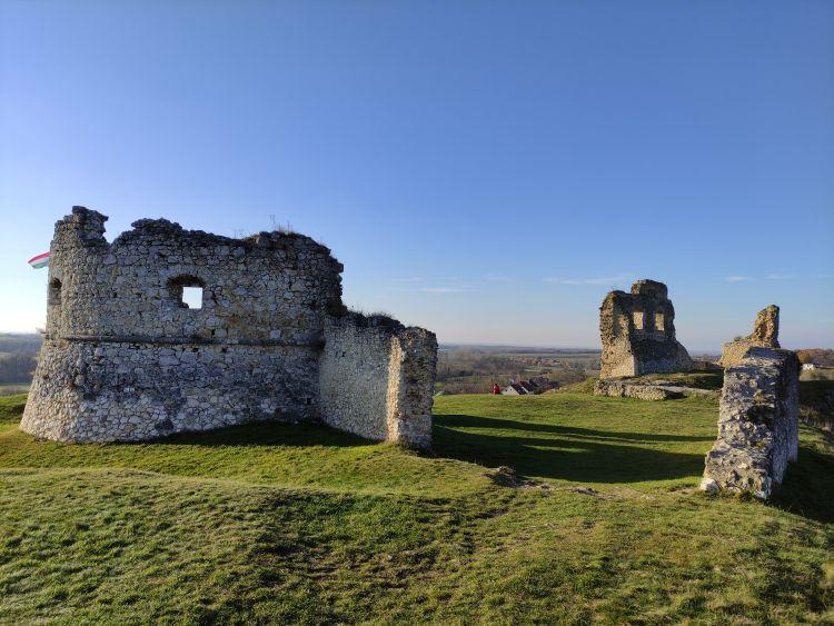 A Szarvaskő várának romjaitól remek kilátás nyílik