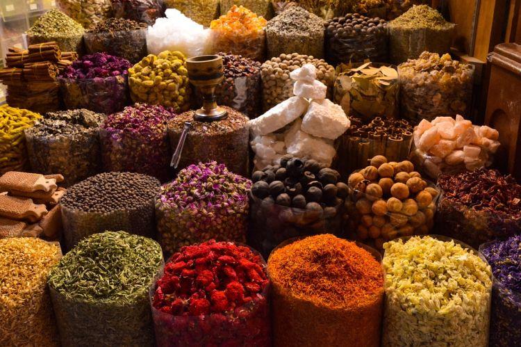 A fűszerpiacon mindenféle fűszert megvehetünk