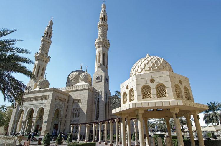 A Jumeirah mecsetbe a turisták is bemehetnek