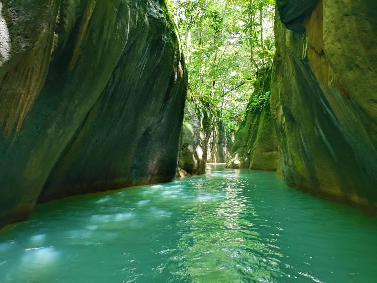 Csodaszép kanyonok vannak Guadeloupe szigetén