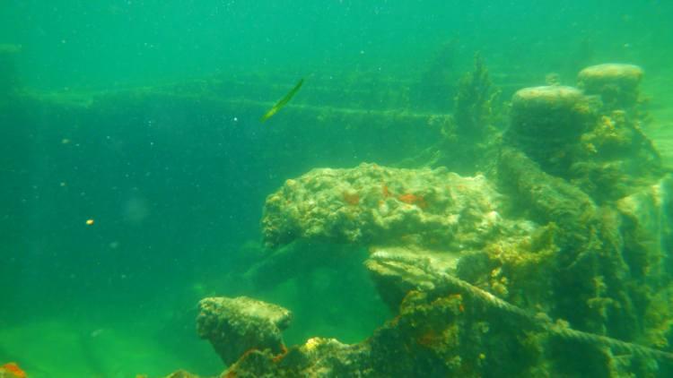 Hajóroncs a víz alatt
