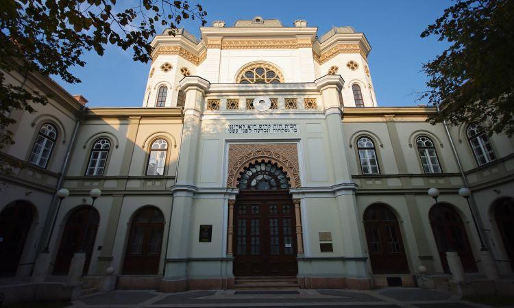 Historikus és szecessziós stílusban épült a zsinagóga