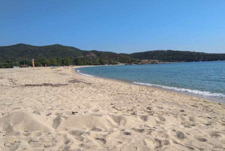 Egy öbölben van a part
