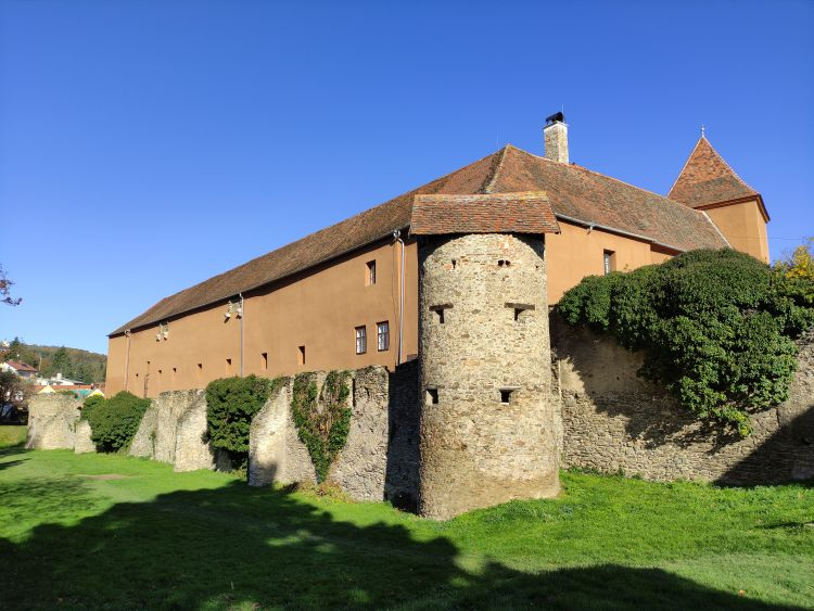 A vár délnyugati részén áll a bástya