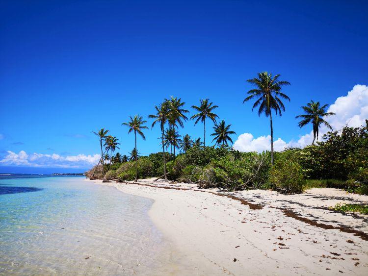 Guadeloupe is tartogat fehér homokos tengerpartot