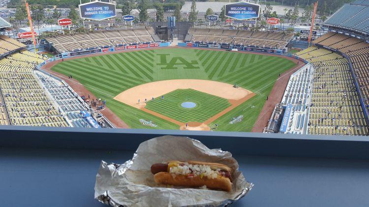 Egy dudgers hotdog is az élményhez tartozik :)