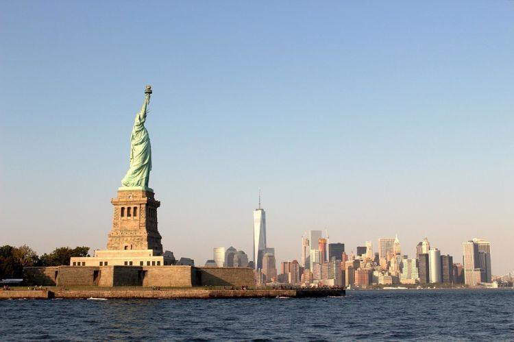 A Szabadság-szobrot komppal közelíthetjük meg