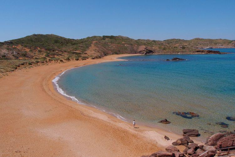 A Baleár-szigetek tagjaként Menorca is szép tengerpartokkal rendelkezik