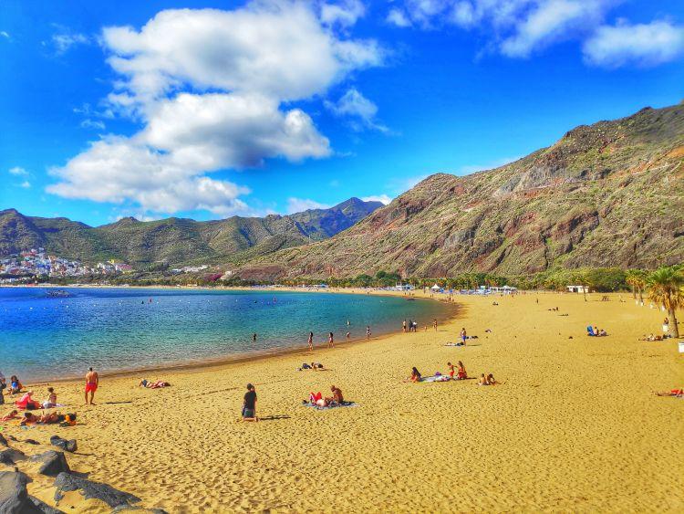Gyönyörű aranysárga homokban élvezhetjük a napsütést
