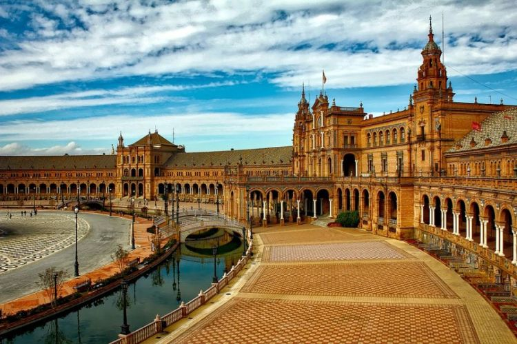 Sevilla a mór építészet és gazdagság jelképe