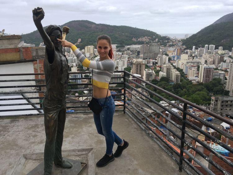 Nézd már, egy Jackó szobor :)