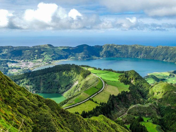 Azori-szigetek látnivalói közül talán ez a csúcs