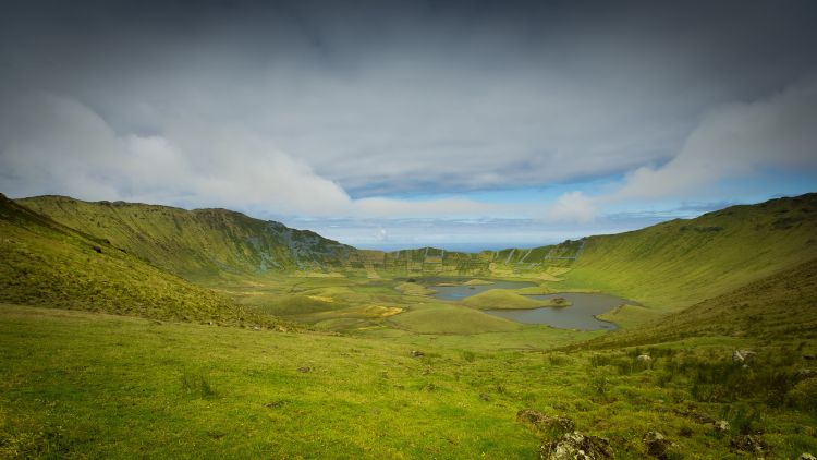 A hatalmas kráterbe túraút vezet