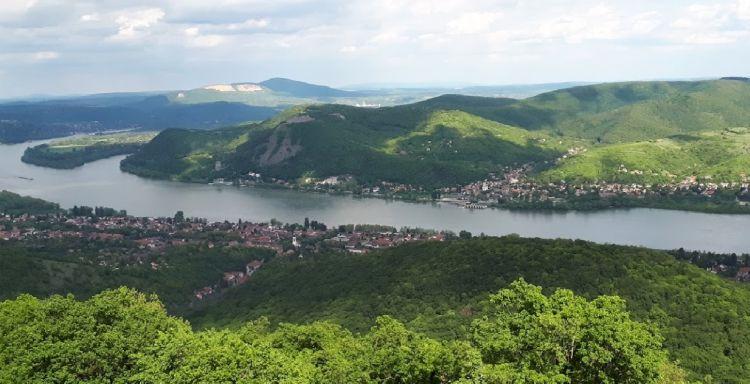 A Dunakanyarra fantasztikus panoráma nyílik