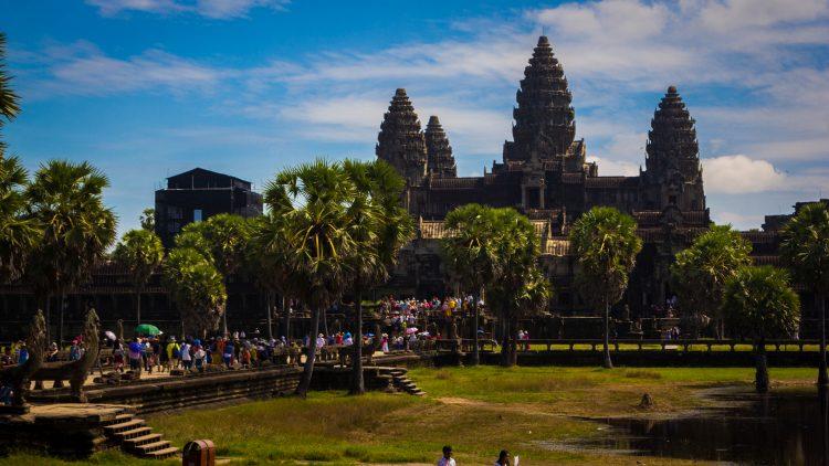 A khmerek ősi templomegyüttese több részből áll, egy nap is kevés bejárni