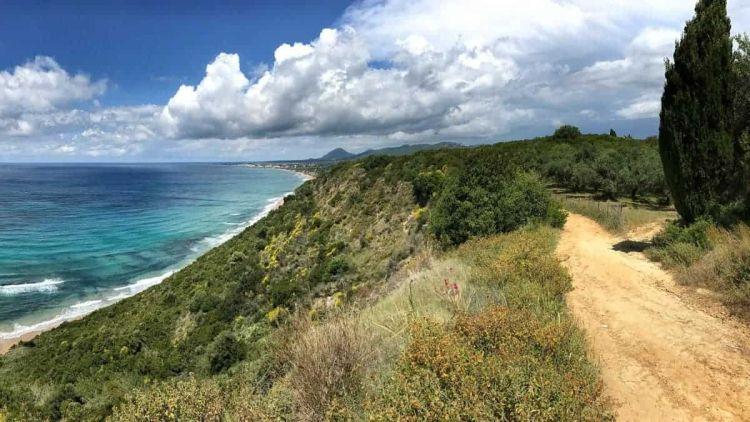 Több helyen is a tengerpart mentén vezet az út