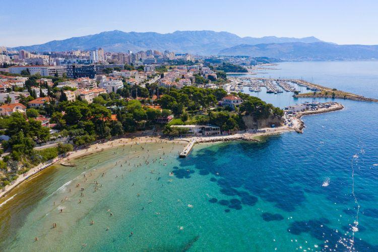 Split másik népszerű tengerpartja