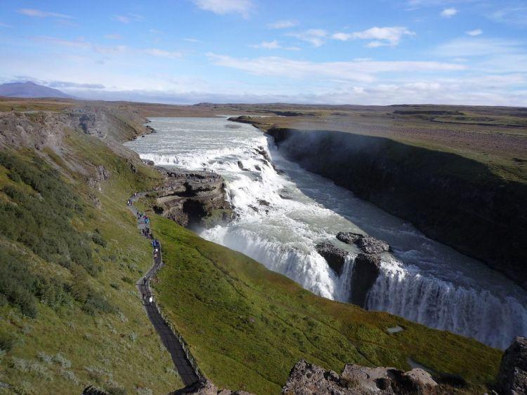 Az Arany Kör és Izland egyik fő látnivalója a Gullfoss vízesés