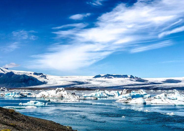 A gleccser által létrehozott tó 248 méter mély!