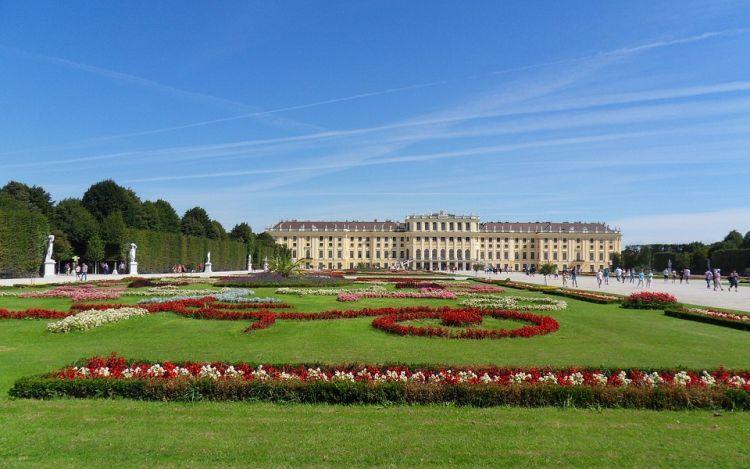 Bécs impozáns kastélya és a parkja