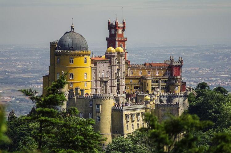 Lisszabonból mindenképp keressük fel a palotát