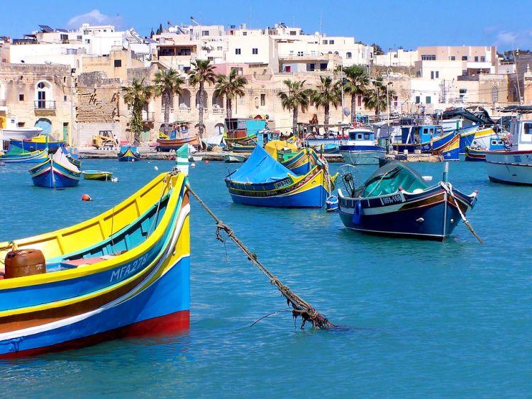 Marsaxlokk a színes halászhajókról is nevezetes