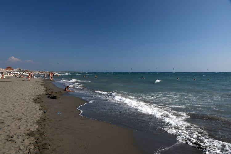 Közel 10 km hosszan homokos a tengerpart
