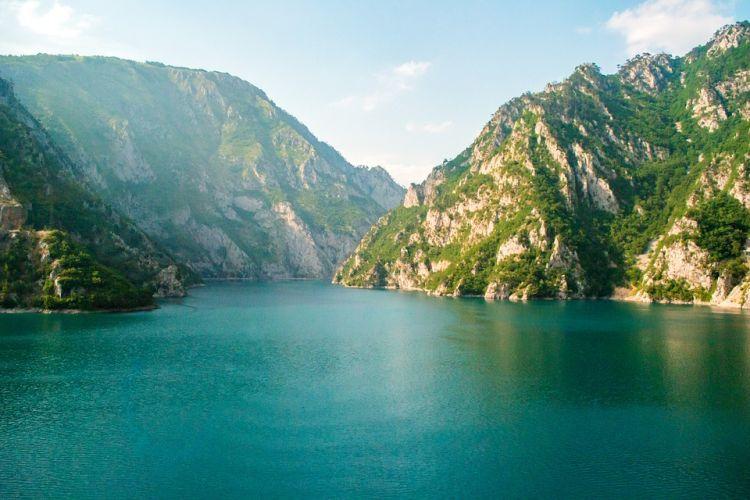 Csodás vidék a felduzzasztott tó
