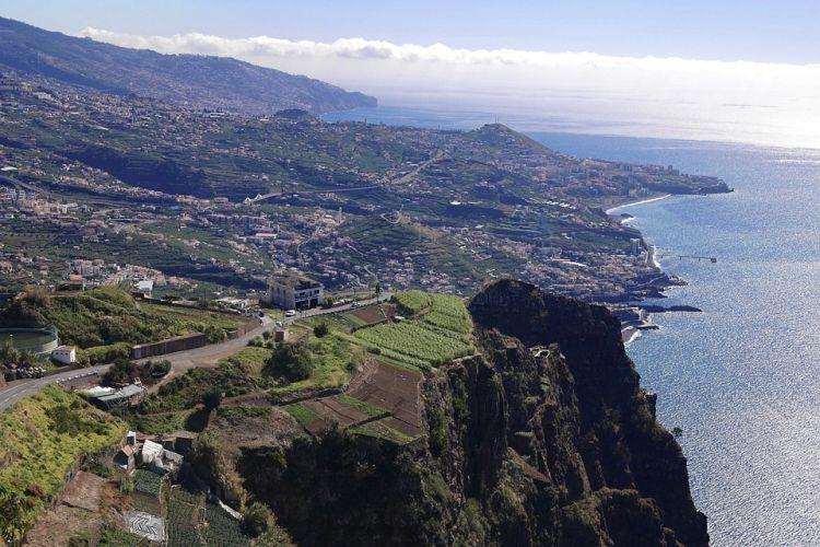Ha az örök tavasz szigetén jártok, kóstoljátok meg a Madeira likőrbort