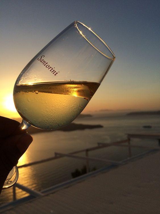 Santorinin érdekes formában termesztik a szőlőt