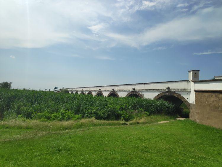 Alföld egyik ikonikus látnivalója, a Kilenclyukú híd