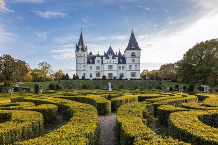 A francia lovagi kastélyokat idézi
